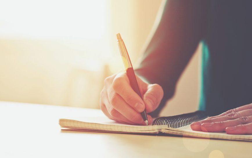 ecrire des paroles dans un carnet